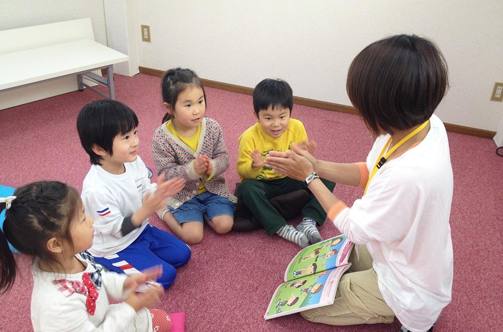 外国人講師と生徒