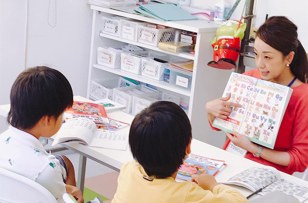 日本人講師の男の子二人